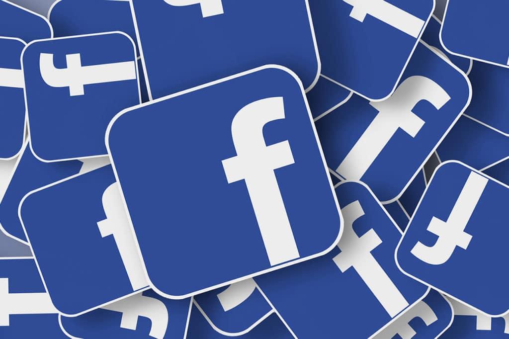 Bild mehrerer Facebook Logos